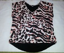 SIZE XL WOMENS SUZANNE GRAE ANIMAL PRINT SHORT SLEEVED TOP WITH BLACK BACK