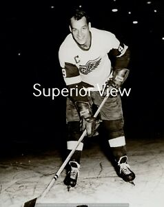 Gordie Howe The Detroit Red Wings Greatest Player Full Pose With Stick MUST SEE