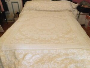 Vintage BATES Bedspread Queen King Yellow White Marcella Mandela Frint Edge