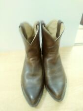 Womens vintage frye boots. Distressed brown size 11B.