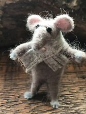 """Little """"Cyril""""  The Needle Felted Mouse with scarf 🧣"""
