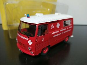 1/43 IXO Hachette Peugeot J7 AR Sapeurs Pompiers Ambulance Paris 1967