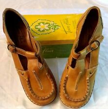 Retro Hippie 1970's Women's Casual Shoes - Townflair Leather T-Strap Wedge, 9 B