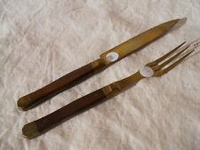 2/ Ancien couteau et fourchette trois dents , bois et laiton- cuivre