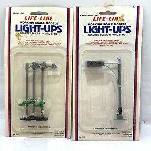 Lot Of 2 HO Scale Life-Like Light-Ups Street Traffic Light And Street Lights!