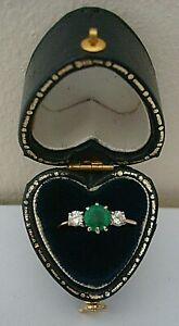 VINTAGE GOOD  1984 18 CT GOLD  EMERALD &  DIAMOND 3 STONE ENGAGEMENT RING SIZE K