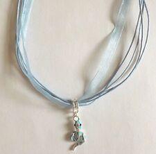 collier organza bleu avec pendentif serpent bleu