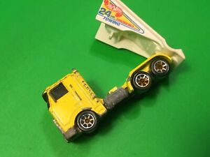 Hot wheels,1986 24 HR towing emergency,truck,Mattel Malaysia,classic vehicle toy