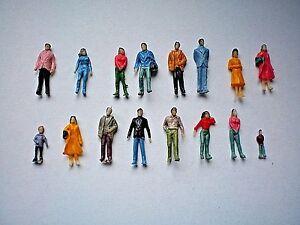 A12 / 100 einfache handbemalte Figuren Spur N