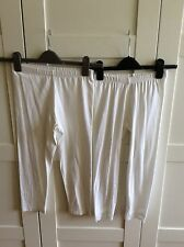 2 PAIRS WHITE 3/4 LENGTH LEGGINGS, SIZE S, ONE PLAIN ONE WITH LACE