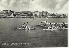 vecchia cartolina di bellaria albergh visti dal mare con persone su pattini da b