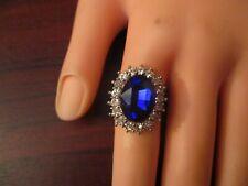 Anillo Azul Zafiro con ribete de detalle diamante (tamaño Mediano)
