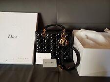 Sac à main Lady Diana Dior cuir noir vernis L:20cm ; H:18cm ; Profondeur:12cm