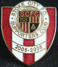 STOKE CITY FC 2005-2006 SUPPORTERS CLUB Badge Brooch pin In gilt 21mm x 26mm