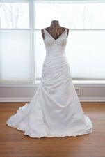 Maggie Sottero Bliss Sample Wedding Dress (Size 8)