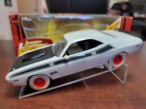1970 Dodge Challenger T/A WHITE LIGHTNING 1:24 Johnny Lightning Die-Cast Replica