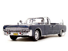 1961 LINCOLN X-100 KENNEDY LIMOUSINE BLUE WITH FLAGS 1/24 ROAD SIGNATURE 24048