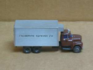 WALTHERS HO International? Champion Packing Co. Tandem Delivery Truck w/Reefer
