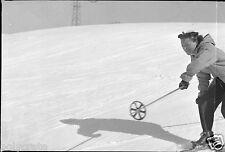 Station de Ski Piste de Neige Femme Skieuse  -  Négatif photo ancien