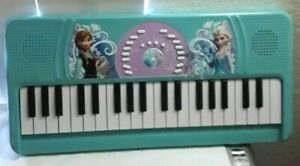 First Act Disney Frozen Electronic Keyboard, Playback Feature