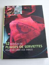 52 MODELES DE PLIAGES DE SERVIETTES ,  BEAU LIVRE BIEN ILLUSTRE . BON ETAT .