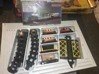 Matchbox Eisenbahn Zug SET + SCHIENEN & AUFBAU BAHNHOF IN OVP  Rail Train Box !
