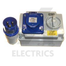 16 A enclenché Switched Socket et 16 Amp Plug 3 Pin 240 V Bleu Support mural IP44