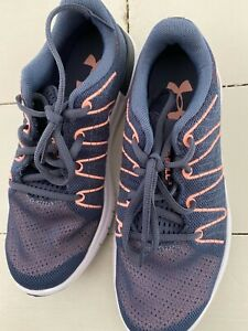 **NEW** Womens Under Armour thrill size 4 navy pink