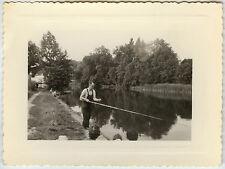 PHOTO ANCIENNE - VINTAGE SNAPSHOT - PÊCHE À LA LIGNE PÊCHEUR ÉTANG - FISHERMAN