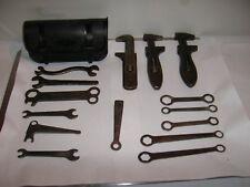 outil ancien , clef  à molette / clef plate/ sacoche/ art popu