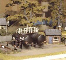 Ratio 529 Oil Depot Hut, Tanks Including Base & Pipework '00' Gauge Plastic KitT