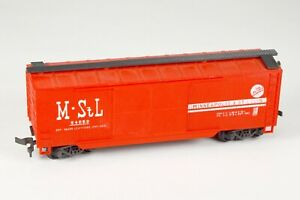 Vintage AHM Model Train 40 Foot Wood-Sheathed Double-Door Box Car HO Scale 5298