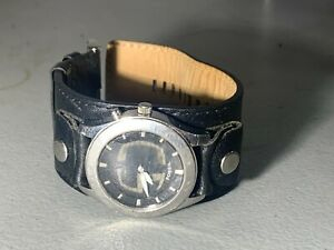 NICE MENS FOSSIL BIG TIC SCROLLING NUMBERS WIDE BLACK LEATHER BAND WATCH JR 8122
