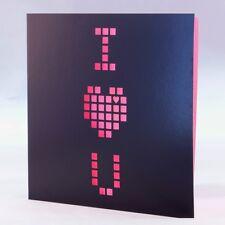 Carte de coupe laser avec conception pixel rose-la Saint Valentin, Anniversaire. parfait pour les geeks