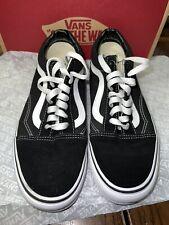 Vans // Old Skool [Black/White] (9W/7.5M) *Pre-Owned*
