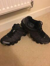 Uomo nero e grigio Scarpe da ginnastica Nike Shox Taglia 9