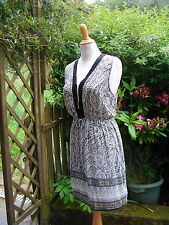 """jolie robe légère noir/blanc décolleté """"zip""""  42/44 féminin sexy tendance!"""