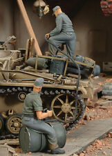 ROYAL MODEL 1/35 -GERMAN CREW REFUELLING TANK WW II