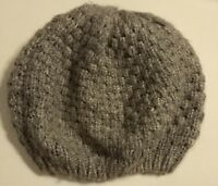 WOMEN'S NWOT KNITTED  BERET HAT. Light Gray.    One Size.  VERY SOFT