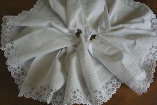 ancien bas de robe ,N°224, broderie anglaise , 368cm x 25cm, rideau, jupon