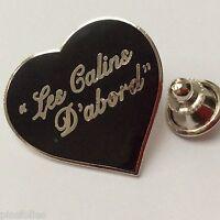 Pin's Folies *** Badge Demons et Merveilles Cinema Les Calins d'abord Coeur