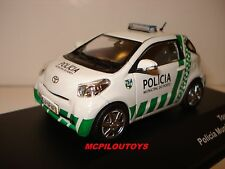 J-COLLECTION JC301 TOYOTA IQ POLICIA MUNICIPAL DO PORTO 2013  au 1/43°