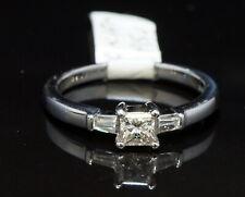 18ct White Gold Princess Cut Diamond ring with Baguettes, 0.42ct Total weight