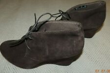 WOMEN'S CLARKS COLLECTION BROWN SUEDE WEDGE HEEL LACE-UP ANKLE BOOTS SZ 9 M EUC!