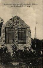 CPA Massengrab deutscher und französicher Soldaten auf dem Friedhof in (470722)