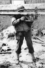 WW2 - Soldat américain avec un Panzerschreck allemand RP 54