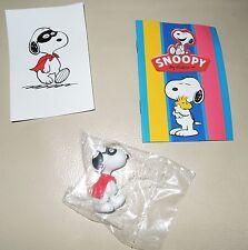 Personaggio Snoopy Peanuts 3D + sticker edibas collection SNOOPY mascherato