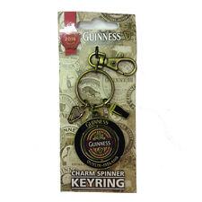 Portachiavi Guinness tondo nero con centrale rotante con logo in gomma e charms
