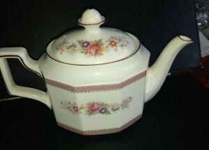 Queens - Richmond Teapot / fine bone china / pink floral / excellent condition