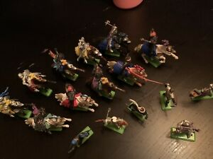 LOT OF 16 BRITAINS LTD DEETAIL TOY MEDIEVAL KNIGHTS 1971